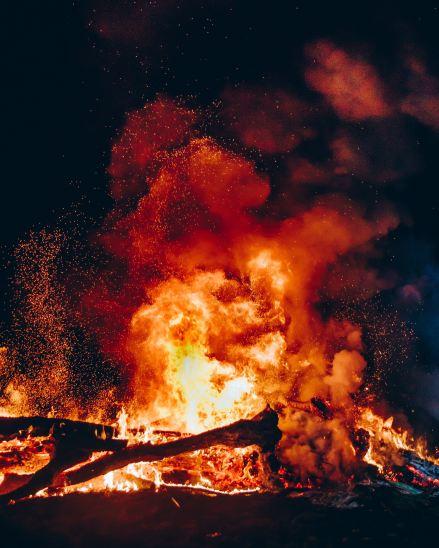christopher-burns-gyrrWzwqm5Y-unsplash