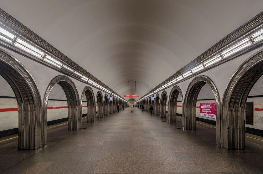 2560px-Metro_SPB_Line1_Akademicheskaya_Central_Hall